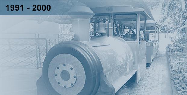 Imagem esmaecida em tons de azul da locomotiva do trenzinho da ciencia do Museu da Vida