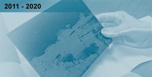 Imagem esmaecida em tons azulados de um dos negativos de vidro