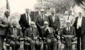 Foto dos pesquisadores cassados durante a ditadura militar, sentados e de pé lado a lado