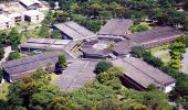 Foto aérea do INCQS, com seu formato heptagonal peculiar