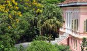Vista lateral do Palacio Itaboraí e seu entorno arborizado